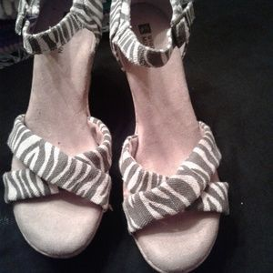 White Mountain zebra print casual shoe